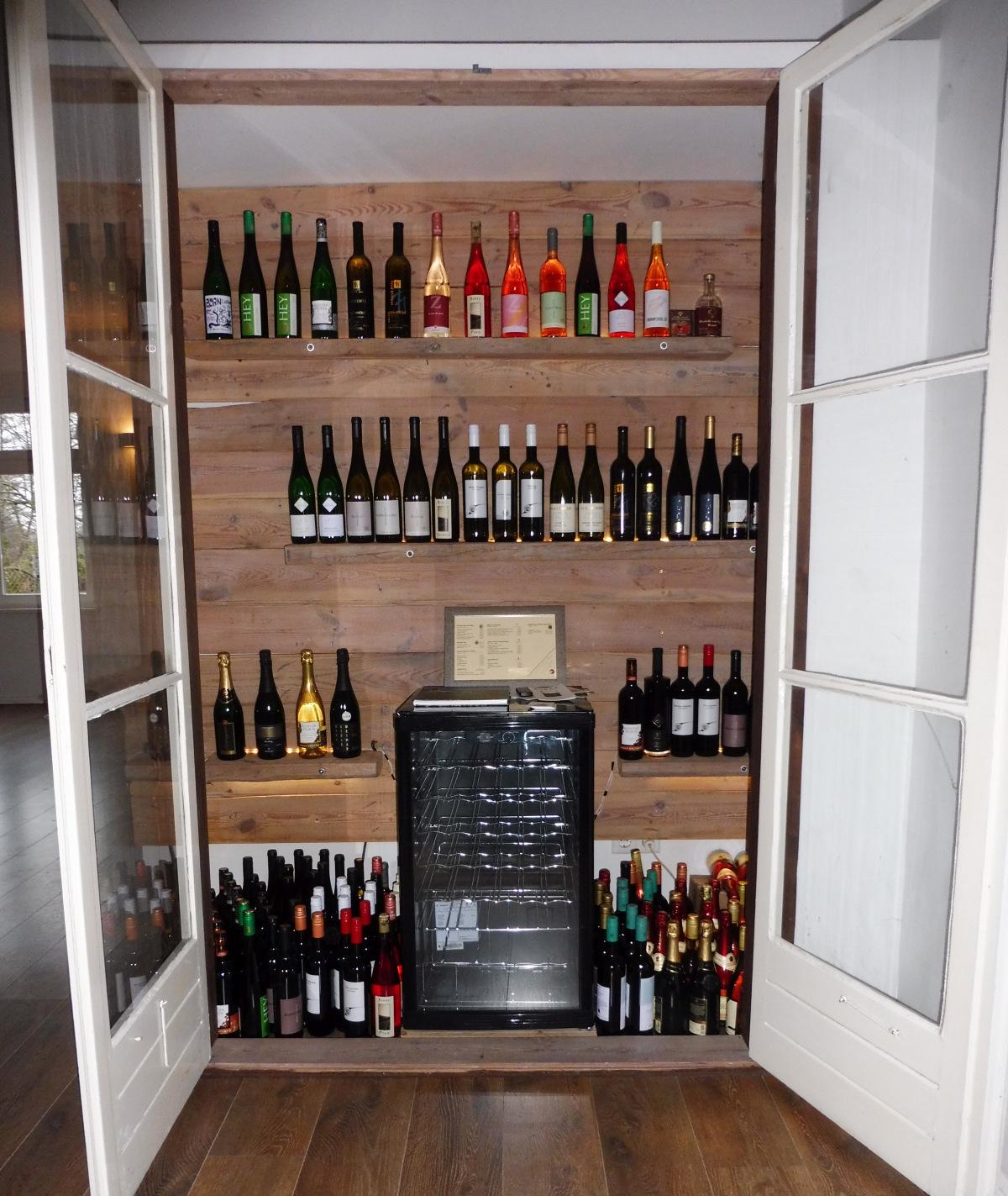 Weinschrank-Saale-Unstrut-Wein-Kaufen-Haus-am-Bauernse